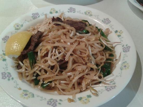 Thai Snack and Massage: Pad Thai Beef