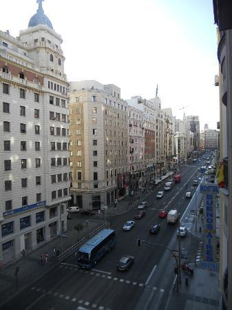Hostal Gran Vía 63 Rooms : La Gran Via vista dalla finestra - 3