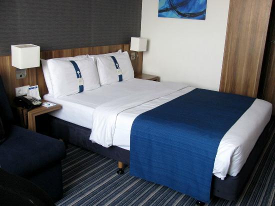 Holiday Inn Express Hamburg - St. Pauli Messe: Zimmer mit schmalem Doppelbett