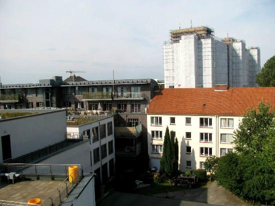 Holiday Inn Express Hamburg - St. Pauli Messe: Blick vom 5. Stock nach hinten