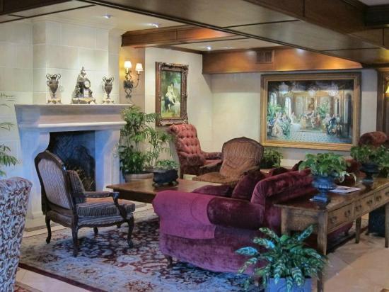 Ayres Hotel Anaheim: The Lobby at the Ayre's Anaheim 