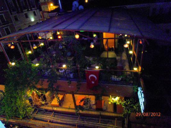 Asur Hotel: Un locale visibile dal nostro balcone