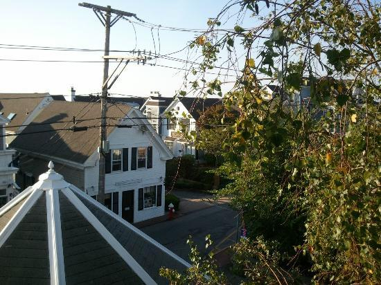 White Wind Inn: View of Commercial Street from The Bounty balcony