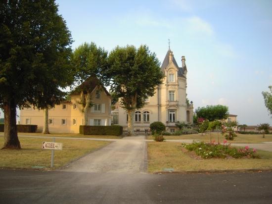 Chateau Grand Barrail: chateau barrail