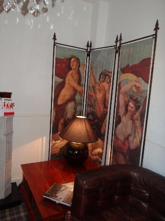 Field House Guest House: Art work in the Drawing room