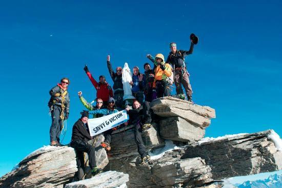 Kailash Adventure: Everyone at the peak of Gran Paradiso