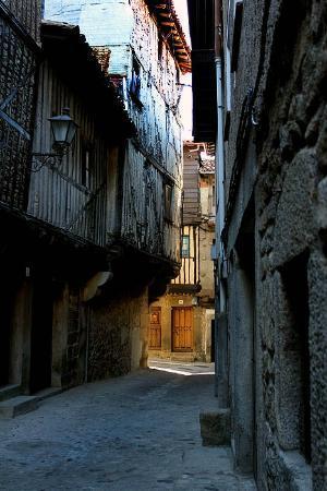 Dona Teresa: Cobbled street in La Alberca