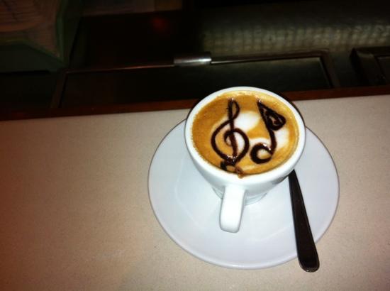 Residence Hotel Paradiso: caffè macchiato musicale!