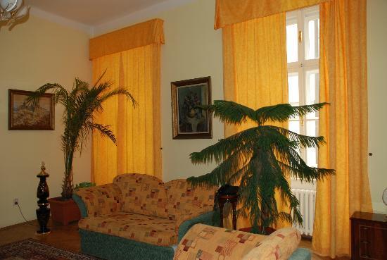 Metamorphis: sitting area of bedroom