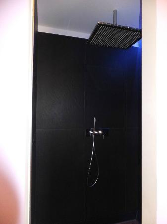 San Martino Treviglio: The shower complete with LED lighting.