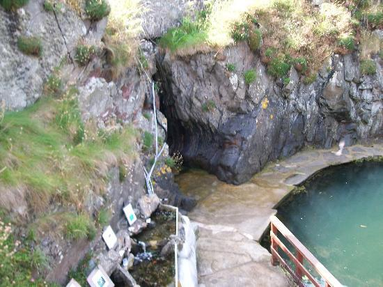 Logan Fish Pond Marine Life Centre: cave entrance