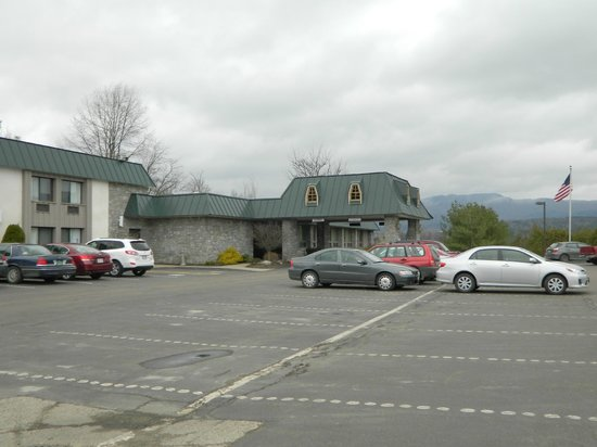 BEST WESTERN PLUS Waterbury - Stowe: Parking lot/front door