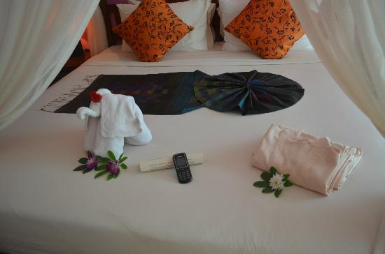 ‪‪Elements Boutique Resort & Spa Hideaway‬: decor on the bed‬