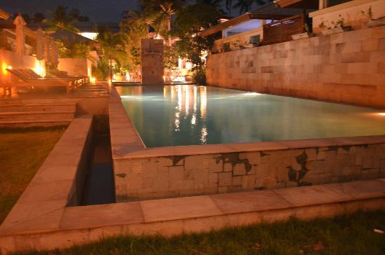 Elements Boutique Resort & Spa Hideaway: night view of the pool
