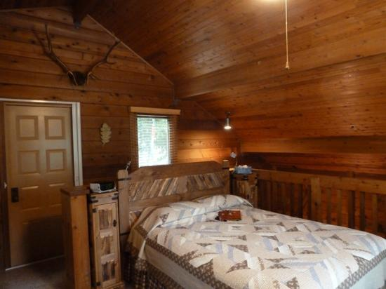 The Canyon Wren - Cabins for Two: Our loft bedroom in Sycamore- very comfy bed