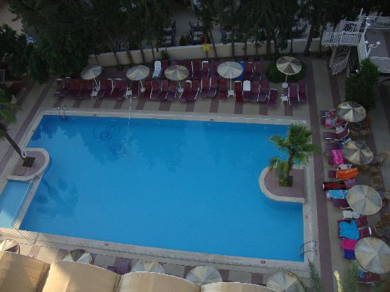Kayamaris Hotel : looking at pool from our balcony