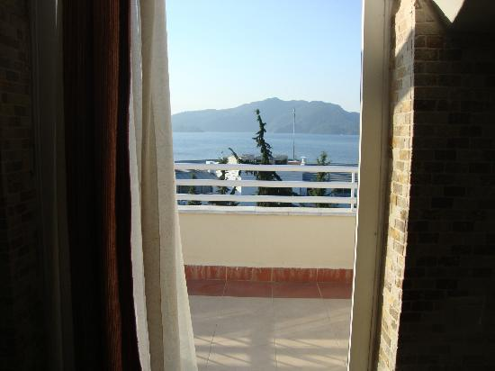 Kayamaris Hotel : looking out onto our wonderful balcony :D