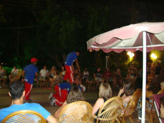 Kayamaris Hotel : hotel entertainment
