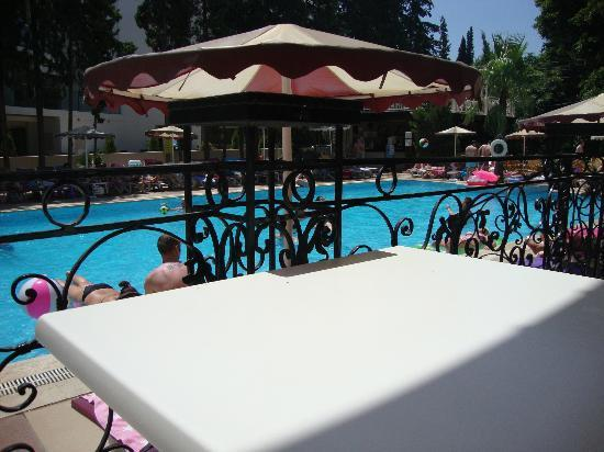 Kayamaris Hotel : pool area