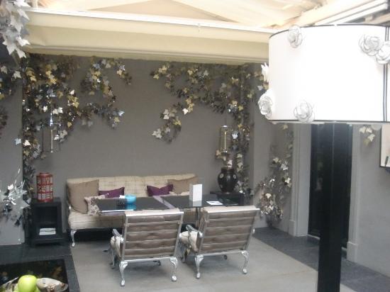 Les Jardins de la Villa: Garden seating