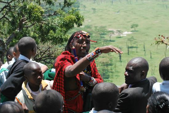 Great Rift Valley Lodge & Golf Resort : John telling the story of President Kenyata's home to school children
