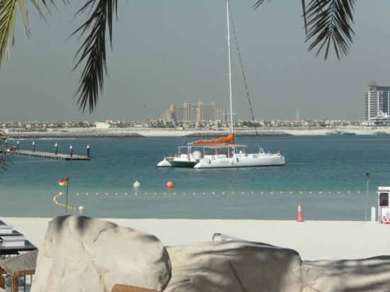 Le Meridien Mina Seyahi Beach Resort and Marina: Vista sulla Jumeirah Palm