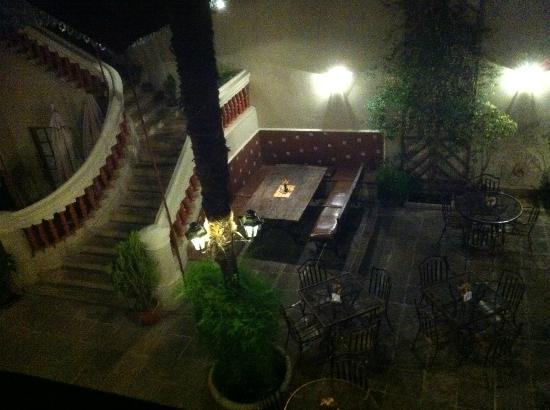 Hotel Boutique La Posada: patio le soir