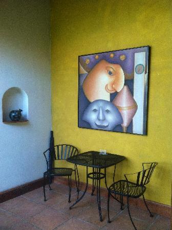 Bistro Estrada : patio dining with artwork