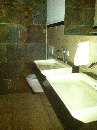 Bistro Estrada : cool bathroom decor