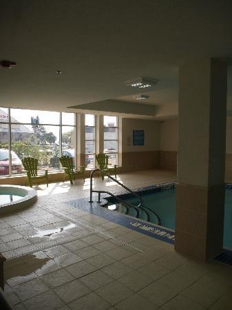 Wyndham Garden Niagara Falls Fallsview: Pool and Hot Tub on the main level