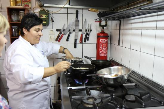 Apolafsi : Argiro in her kitchen