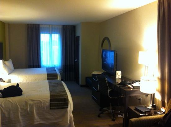 Comfort Suites Miami Airport North: Suite 316 Camas queen