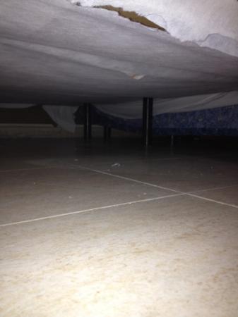 Prince Park Hotel: nicht unters Bett schauen bitte!! 
