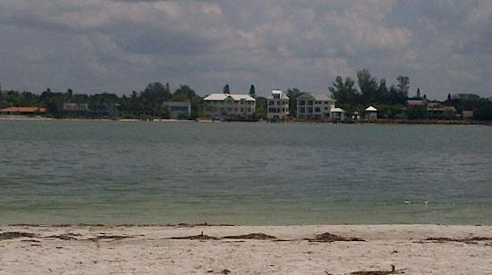 South Lido Park: White sands and blue waters