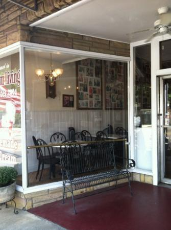 Tic TOC Ice Cream Parlor: Storefront