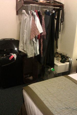 Ramada Gaslamp Convention Center: Even my college dorm room had a closet.