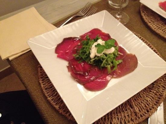 Osteria Torromeo: carpaccio di tonno con verdure e stracciatella
