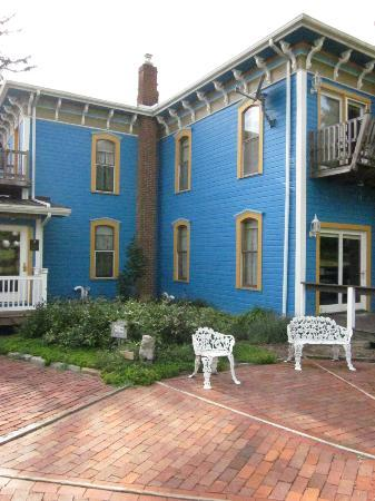 Whispering Pines Bed and Breakfast : outside Whispering Pines