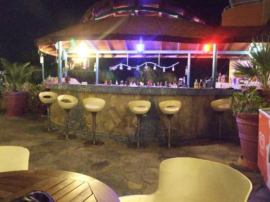 Suhan Seaport Hotel: POOL BAR