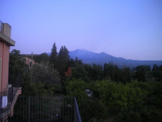 Agriturismo San Leonardello: Mount Etna in the distance