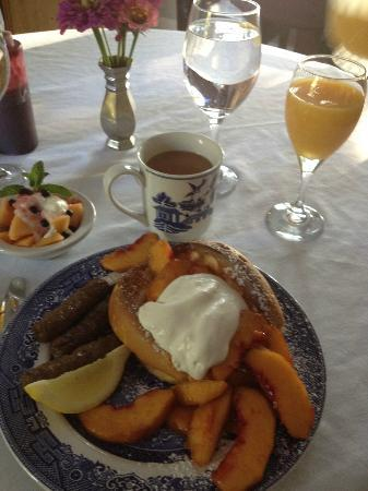 The Willows Inn: 49'er peaches and a lovely breakfast