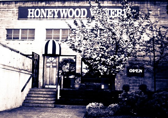 Honeywood Winery: Store Front