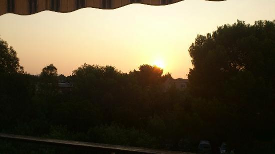 Residence Acquarine : vue de la terrasse à l'aube