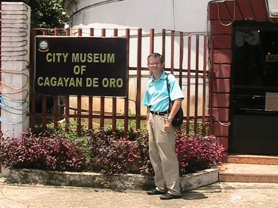 Museo de Oro : Me outside museum