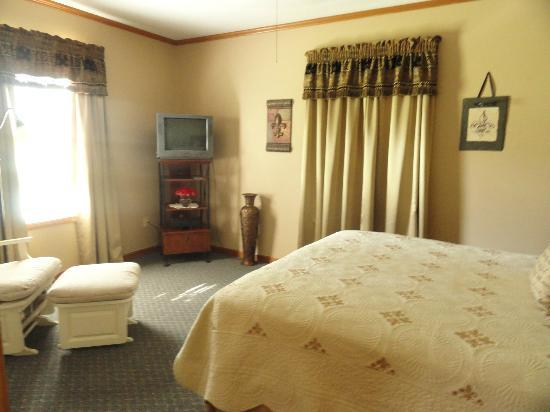 Bayou Rose Bed & Breakfast Cottage: Bedroom
