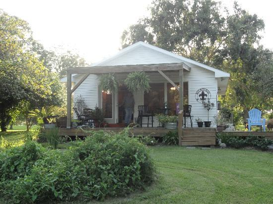 Bayou Rose Bed & Breakfast Cottage: The Bayou Rose Cottage view from the back including deck