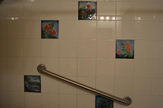 Kilauea Lodge: bathroom decor