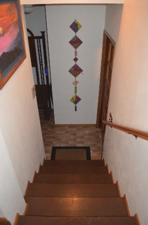 Kilauea Lodge: stairs to the entrance