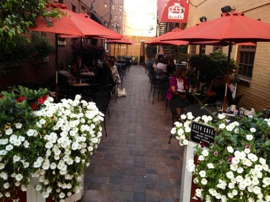 City Cafe : comfortable & attractive outdoor seating