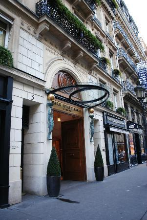Park Hyatt Paris - Vendome: The Main Entrance